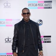 LOS ANGELES, CA - NOVEMBER 24:  Recording artists R. Kelly arrives at the 2013 American Music Awards at Nokia Theatre L.A. Live on November 24, 2013 in Los Angeles, California.  (Photo by C Flanigan/Getty Images)