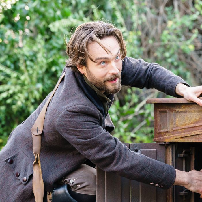 """SLEEPY HOLLOW: Tom Mison in the """"Dark Mirror"""" episode of SLEEPY HOLLOW airing Friday, March 4 (8:00-9:01 PM ET/PT) on FOX. ©2016 Fox Broadcasting Co. Cr: Tina Rowden/FOX"""