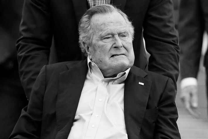 George h w bush hospitalized for blood infection