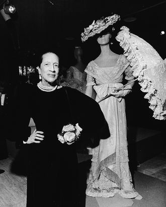 Vreeland poses at the opening of The Met's exhibiton of Hollywood costumes in 1974.