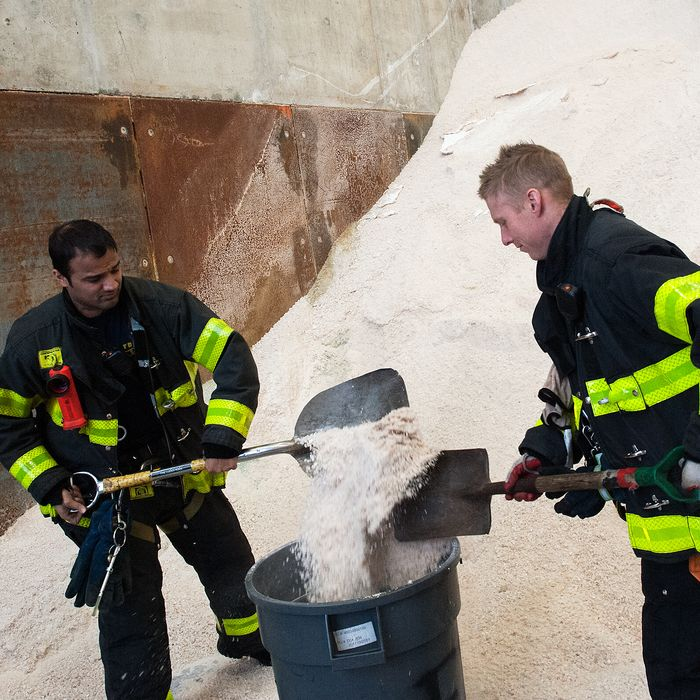 New York Fire Department firefighters stock up on salt before New York City Mayor Bill De Blasio speaks about the city's preparedness for an upcoming snowstorm at the Spring Street salt shed on January 21, 2016 in New York, NY.