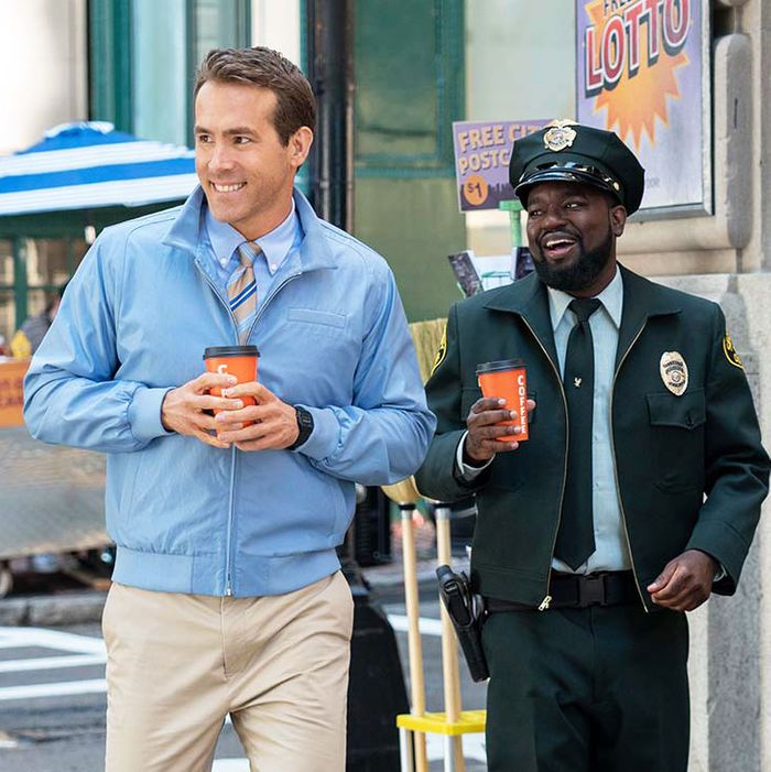 Ryan Reynolds and Lil Rel Howery in Free Guy.