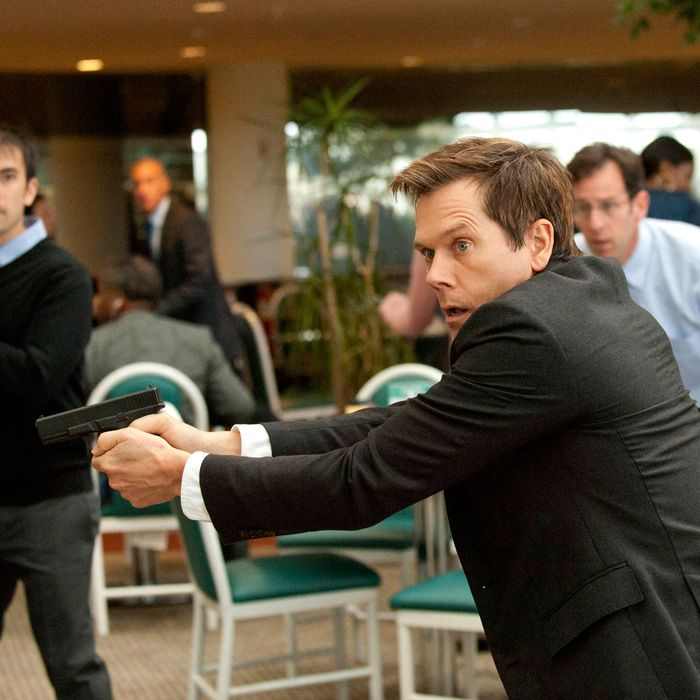 THE FOLLOWING: Ryan Hardy (Kevin Bacon) looks for the followers in the