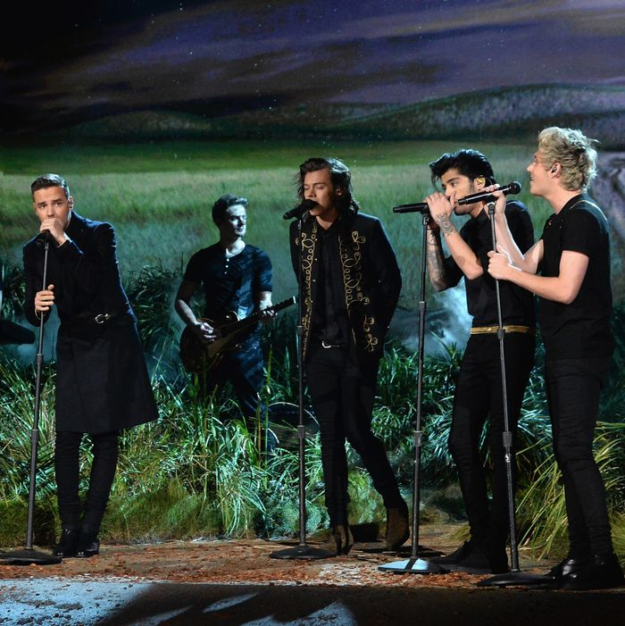 LOS ANGELES, CA - NOVEMBER 23: (L-R) Recording artists Louis Tomlinson, Liam Payne, Harry Styles, Zayn Malik and Niall Horan of One Direction perform onstage at the 2014 American Music Awards at Nokia Theatre L.A. Live on November 23, 2014 in Los Angeles, California. (Photo by Jeff Kravitz/AMA2014/FilmMagic)