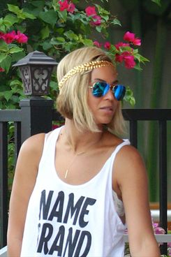 Close up of singer Beyonce's new hairstyle, a blonde inverted bob, while leaving Sylvano's Restaurant in Miami Beach, FL.