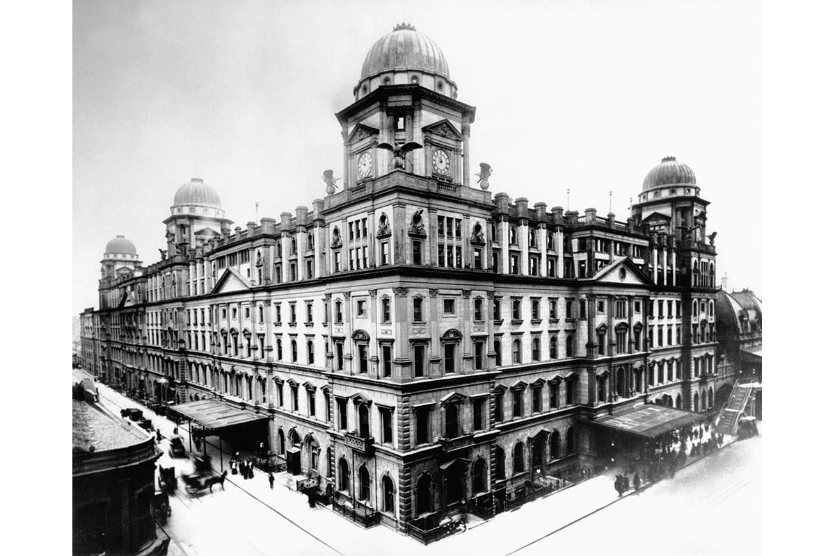 "<span class=""clay-designed kiln-phrase"">ca. 1900</span>The renovation and expansion of Grand Union/Central Depot is completed in 1900, henceforth the expanded building is called Grand Central Station."