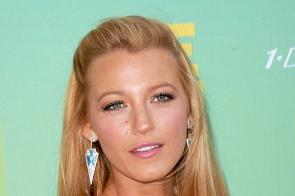 UNIVERSAL CITY, CA - AUGUST 07:  Actress Blake Lively arrives at the 2011 Teen Choice Awards held at the Gibson Amphitheatre on August 7, 2011 in Universal City, California.  (Photo by Jason Merritt/Getty Images)