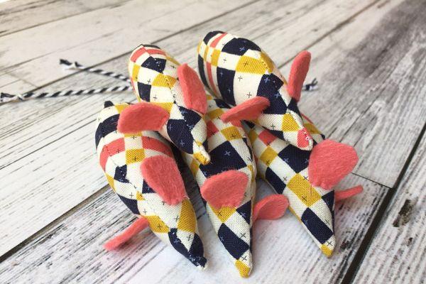 Bruce & Fox Designs Pink Geometric Catnip Silvervine Mice Toy