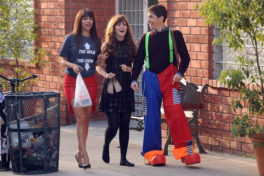 "NEW GIRL:  During a long walk home after a night of partying, Cece (Hannah Simone, L) and Jess (Zooey Deschanel, C) run into Jess' ex-boyfriend Paul (guest star Justin Long, R) in the ""Walk of Shame"" episode of NEW GIRL airing Tuesday, March 3 (9:00-9:30 PM ET/PT) on FOX. ?2015 Fox Broadcasting Co. Cr: Ray Mickshaw/FOX"