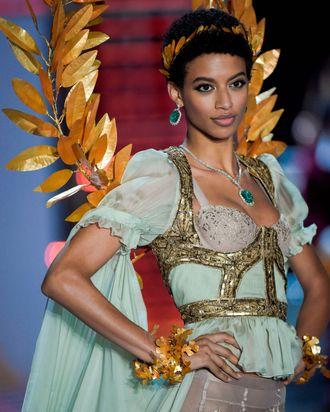 Victoria S Secret Angel Jourdana Phillips S Beauty Routine