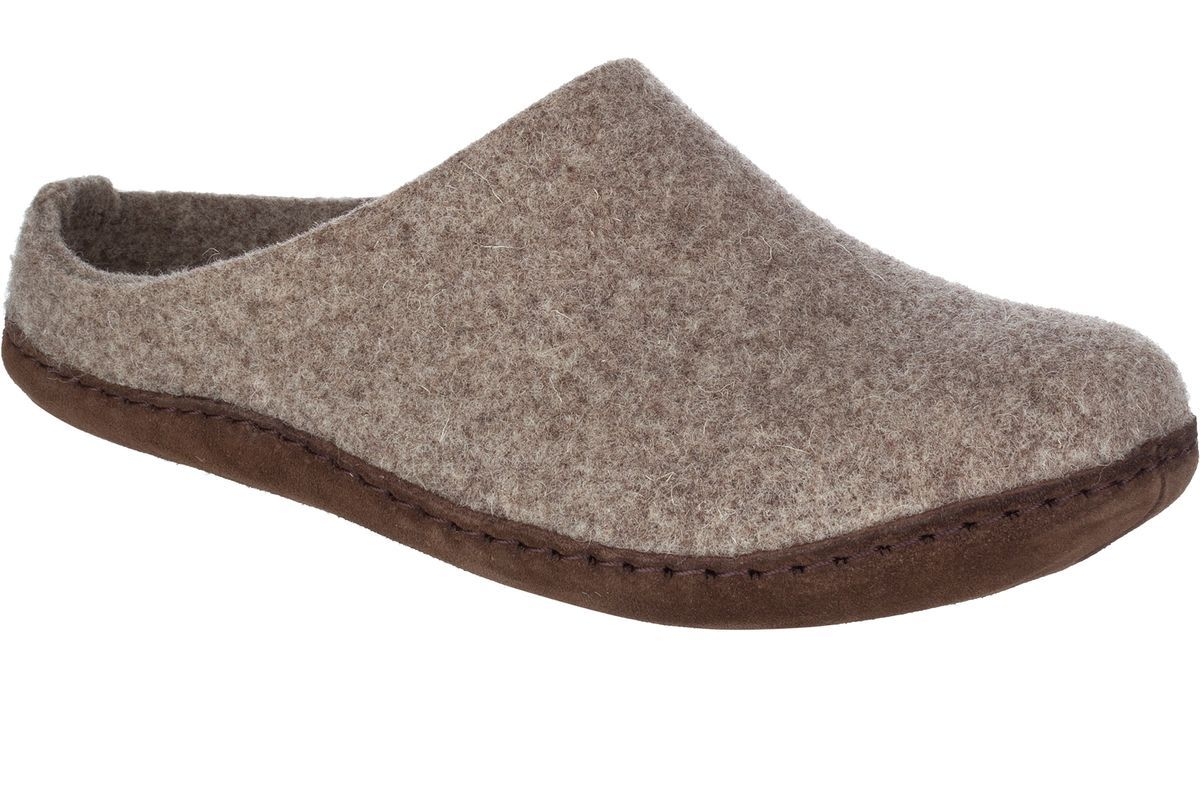 35887ecc213e The 5 Best Wool Slippers to Give this Holiday Season