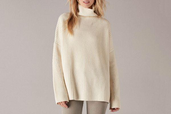 Oversized Ribbed Wool Cashmere Turtleneck White