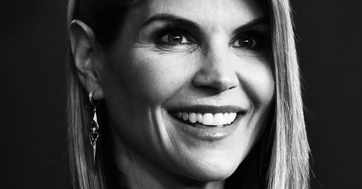 Lori Loughlin Is Reportedly Claiming She Didn't Realize Bribery Is Illegal