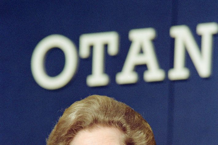 British Prime Minister Margaret Thatcher gives a press conference, on July 06, 1990 at the end of the NATO summit in London.