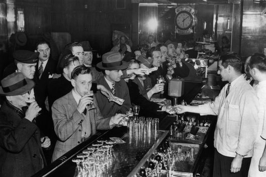12th February 1946: A crowded bar in a Jewish restaurant in New York.