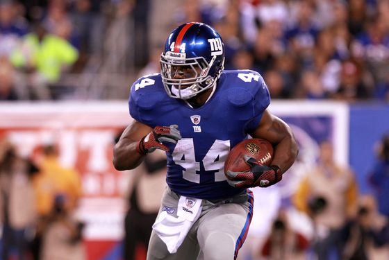 EAST RUTHERFORD, NJ - SEPTEMBER 19:  Ahmad Bradshaw #44 of the New York Giants runs the ball against the St. Louis Rams at MetLife Stadium on September 19, 2011 in East Rutherford, New Jersey.  (Photo by Nick Laham/Getty Images) *** Local Caption *** Ahmad Bradshaw