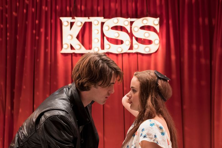 Resultado de imagem para the kissing booth and set it up