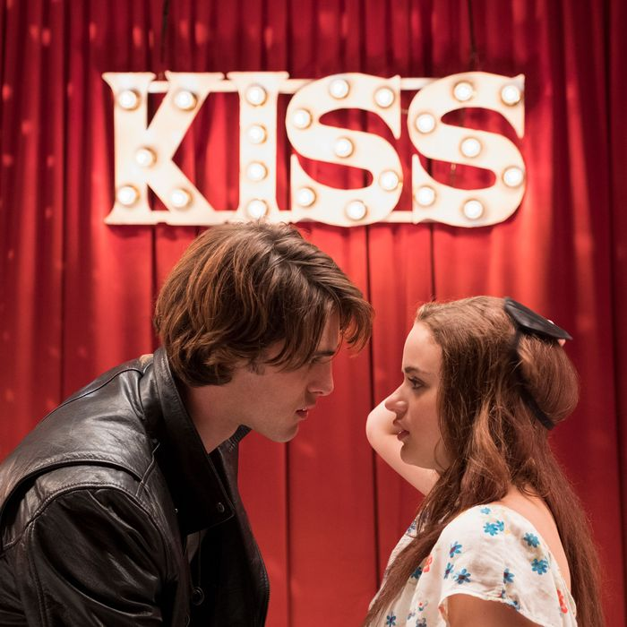 Your Guide to The Kissing Booth, the New Netflix Movie All the Teens Are  Wild For