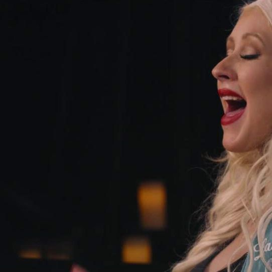Christina Aguilera Teaches Singing