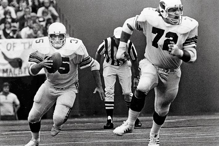 Offensive tackle Dan Dierdorf blocks for running back Jim Otis of the St. Louis Cardinals in a October 1976 game   Dan Dierdorf - St. Louis Cardinals - File Photos (AP Photo/NFL Photos)