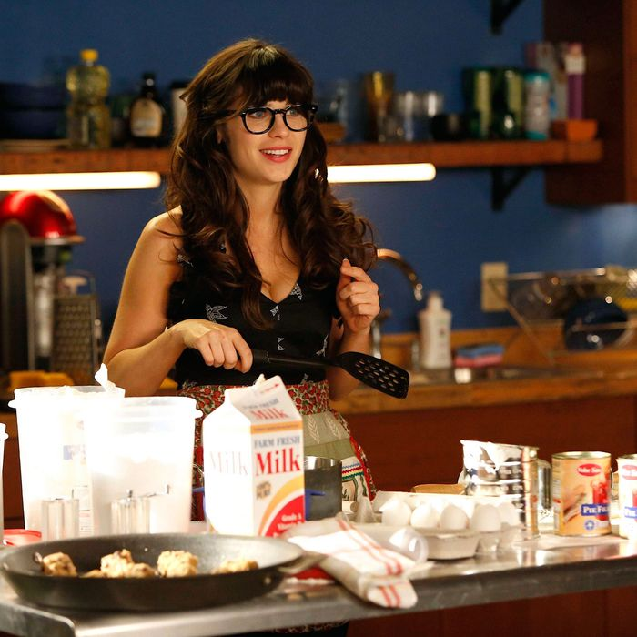 """NEW GIRL: Jess (Zooey Deschanel) tries to fill her free time after she is laid off from her teaching job in the """"Katie"""" season premiere episode of NEW GIRL airing Tuesday, Sept. 25 (9:00-9:30 PM ET/PT) on FOX."""