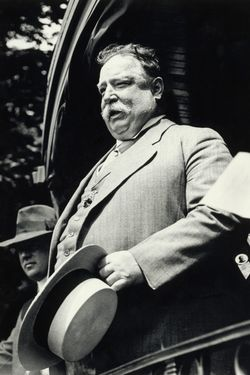 Original caption: President William Taft gives a speech from the back of a Railroad Car sometime during his presidency.  Undated photo circa 1910. --- Image by © Bettmann/CORBIS