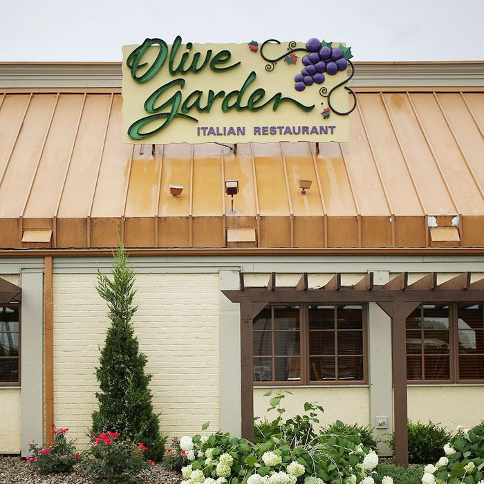 Olive garden is the latest restaurant to boot an on duty cop What time does the olive garden close