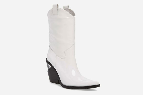 That's a Good Look: White Cowboy Boots