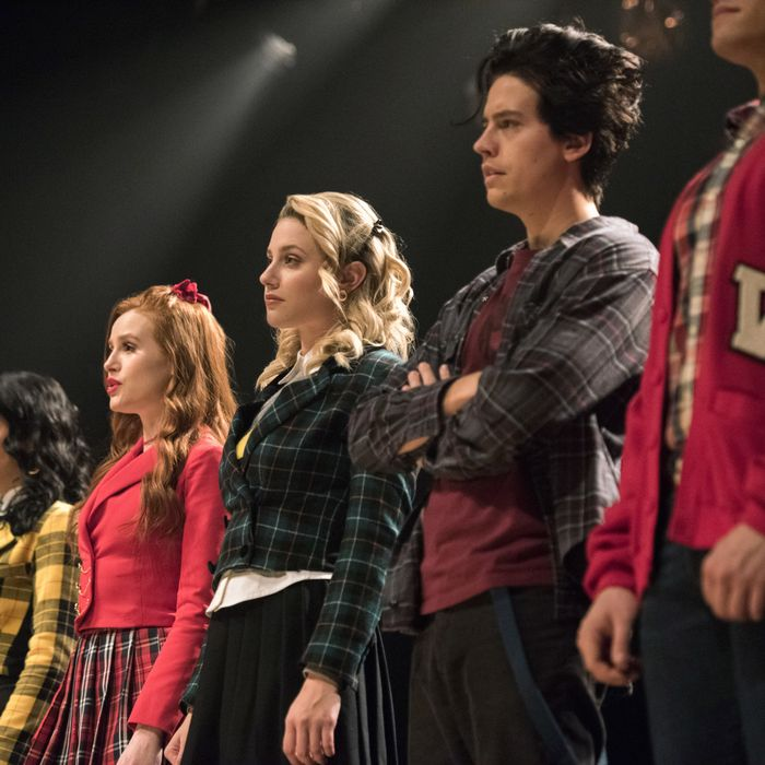 Riverdale Archie : Riverdale Molly Ringwald Wird Zu