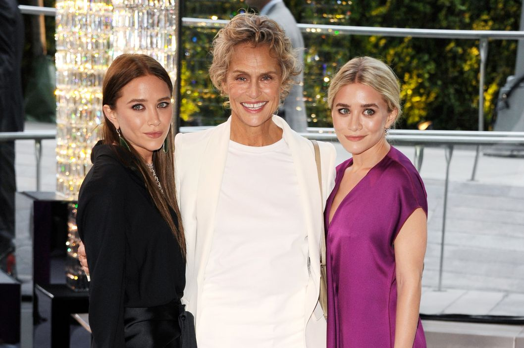 NEW YORK, NY - JUNE 04:  Mary-Kate Olsen, Lauren Hutton and Ashley Olsen attend 2012 CFDA Fashion Awards at Alice Tully Hall on June 4, 2012 in New York City.  (Photo by Kevin Mazur/WireImage)