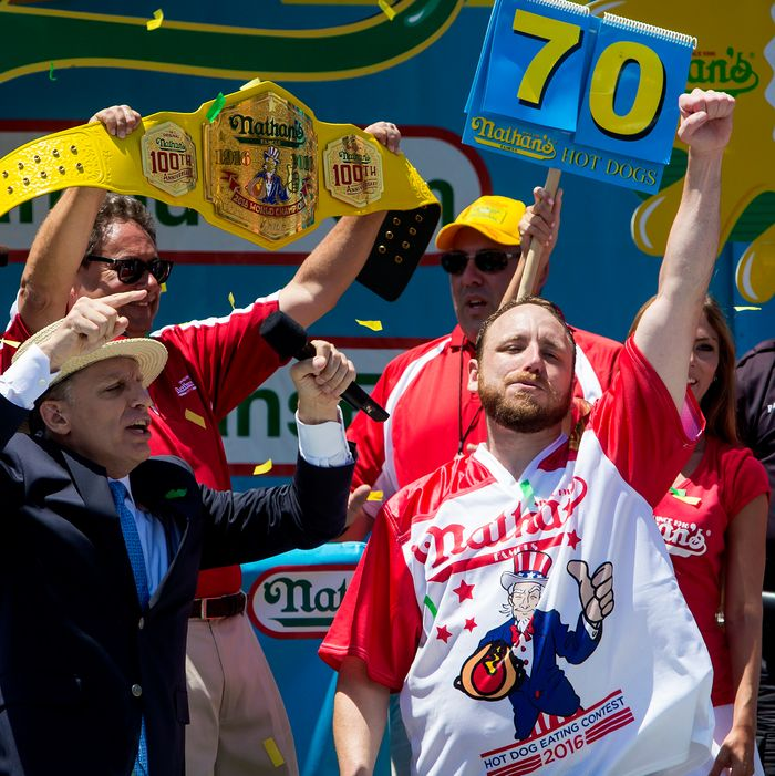 Joey Chestnut Sets Nathan S Hot Dog Eating Contest Record