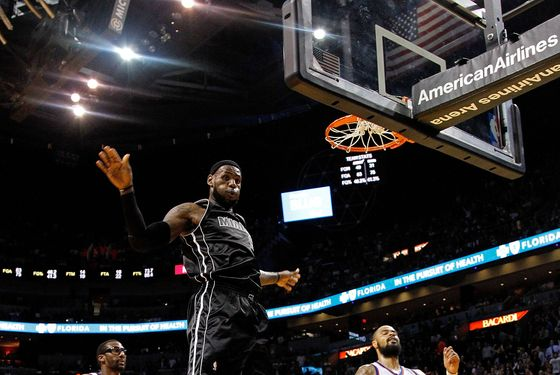 MIAMI, FL - FEBRUARY 23:  LeBron James #6 of the Miami Heat dunks during a game against the New York Knicks at American Airlines Arena on February 23, 2012 in Miami, Florida. NOTE TO USER: User expressly acknowledges and agrees that, by downloading and/or using this Photograph, User is consenting to the terms and conditions of the Getty Images License Agreement.  (Photo by Mike Ehrmann/Getty Images)