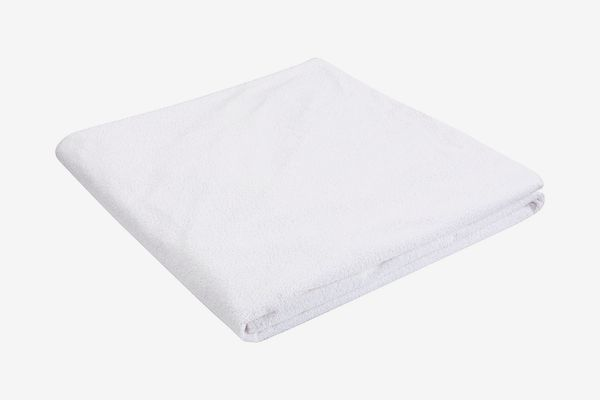 AmazonBasics Hypoallergenic Waterproof Fitted Mattress Protector