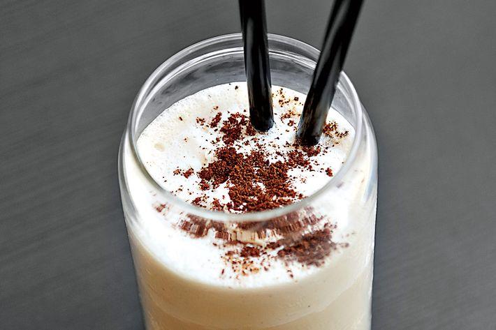 Supercrown Coffee: Coffee milk shake.