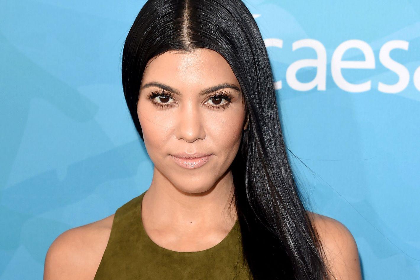 Watch The 9 Ingredients Kourtney Kardashian Puts in Her Go-To DetoxSmoothie video