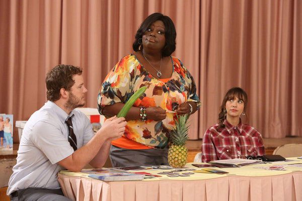"PARKS AND RECREATION -- ""Sex Education"" Episode 504 -- Pictured: (l-r) Chris Pratt as Andy, Rashida Jones as Ann Perkins, Retta as Donna Meagle -- (Photo by: Danny Feld/NBC)"