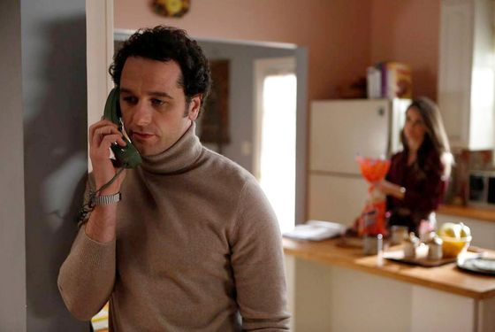 THE AMERICANS -- In Control -- Episode 4 (Airs Wednesday, February 20, 10:00 pm e/p) -- Pictured: (L-R) Matthew Rhys as Philip Jennings, Keri Russell as Elizabeth Jennings -- CR: Craig Blankenhorn/FX