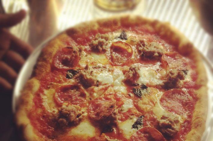 http://pixel.nymag.com/imgs/daily/grub/2012/01/11/11_speedyromeo-pizza.jpg