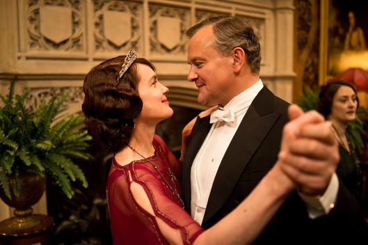 Part Five Sunday, February 2, 2014 9 – 10pm ET on MASTERPIECE on PBS Rose's surprise party for Robert risks scandal. Mary meets an old suitor, and Edith gets troubling news.  Shown from left to right: Elizabeth McGovern as Lady Cora and Hugh Bonneville as Lord Grantham  (C) Nick Briggs/Carnival Film & Television Limited 2013 for MASTERPIECE This image may be used only in the direct promotion of MASTERPIECE CLASSIC. No other rights are granted. All rights are reserved. Editorial use only. USE ON THIRD PARTY SITES SUCH AS FACEBOOK AND TWITTER IS NOT ALLOWED.