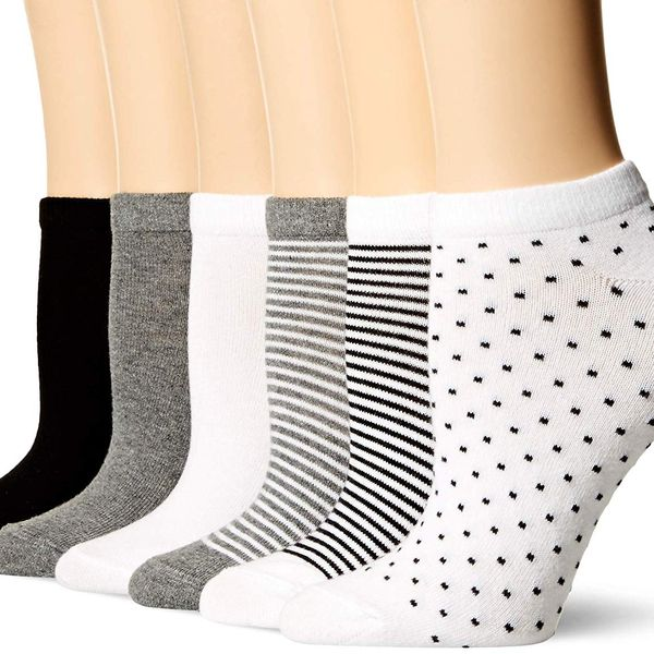 Amazon Essentials Women's 6-Pack Casual Low-Cut Socks in black assorted