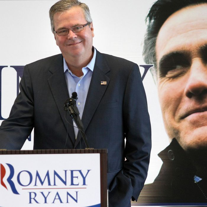 Jeb Bush campains for Romney in Florida