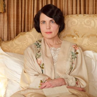 Downton Abbey, Season 4 Premieres Sunday, January 5, 2014 at 9pm ET on PBS Shown: Elizabeth McGovern as Lady Cora ? Nick Briggs/Carnival Film & Television Limited 2013 for MASTERPIECE This image may be used only in the direct promotion of MASTERPIECE CLASSIC. No other rights are granted. All rights are reserved. Editorial use only. USE ON THIRD PARTY SITES SUCH AS FACEBOOK AND TWITTER IS NOT ALLOWED.
