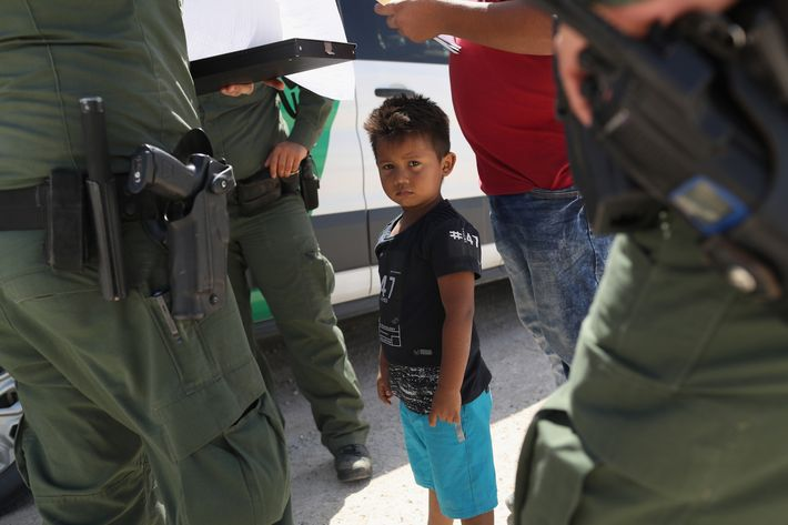 16-boy-detained-us-border.w710.h473.jpg