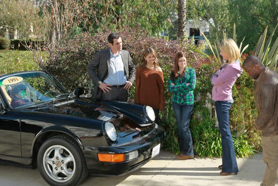 "MODERN FAMILY - ""Planes, Train and Cars"" - The Dunphys are in the market for a new car and Phil makes a spontaneous purchase without Claire. Will he have buyer's remorse? Meanwhile, Jay is determined to get to his high school reunion with Gloria and Manny in tow, and"