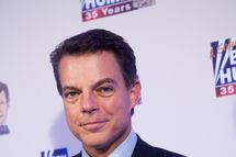 WASHINGTON - JANUARY 08: FOX News host Shepard Smith poses on the red carpet upon arrival at a salute to FOX News Channel's Brit Hume on January 8, 2009 in Washington, DC. Hume was honored for his 35 years in journalism. (Photo by Brendan Hoffman/Getty Images) *** Local Caption *** Shepard Smith