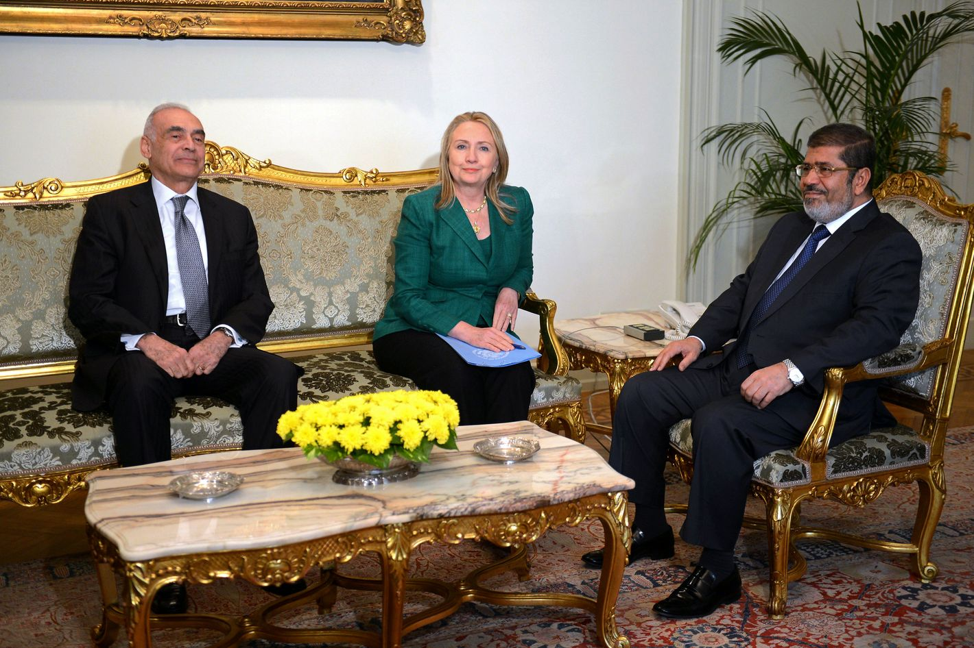 Egyptian President Mohamed Morsi (R) and his Foreign Minister Mohammed Kamel Amr (L) meet with US Secretary Hilary Clinton at the presidential palace in Cairo on November 21, 2012. Clinton's visit comes amid a flurry of diplomatic activity aimed an bringing an end to the conflict which has killed over 130 people in a week.