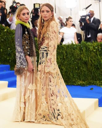 Mary Kate Olsen and Ashley Olsen at the 2017 Met Gala.