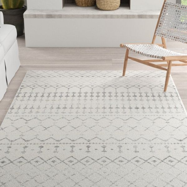 Mistana Lucienne Geometric Gray Area Rug (4' x 6')