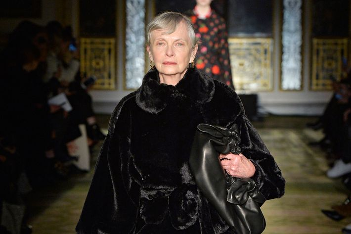 Model Jan De Villeneuve Photo Catwalking Getty Images Simone Rocha S London Fashion Week 2017