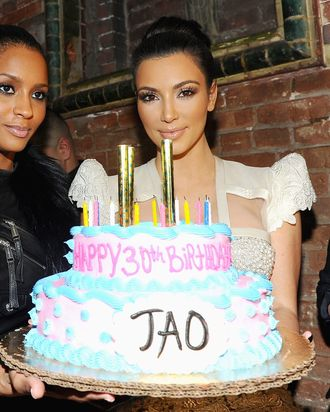 Both Fans And Non Of The Kardashians Are Probably Familiar With Familys Longstanding Penchant For Celebrating Occasions Over Top Cakes